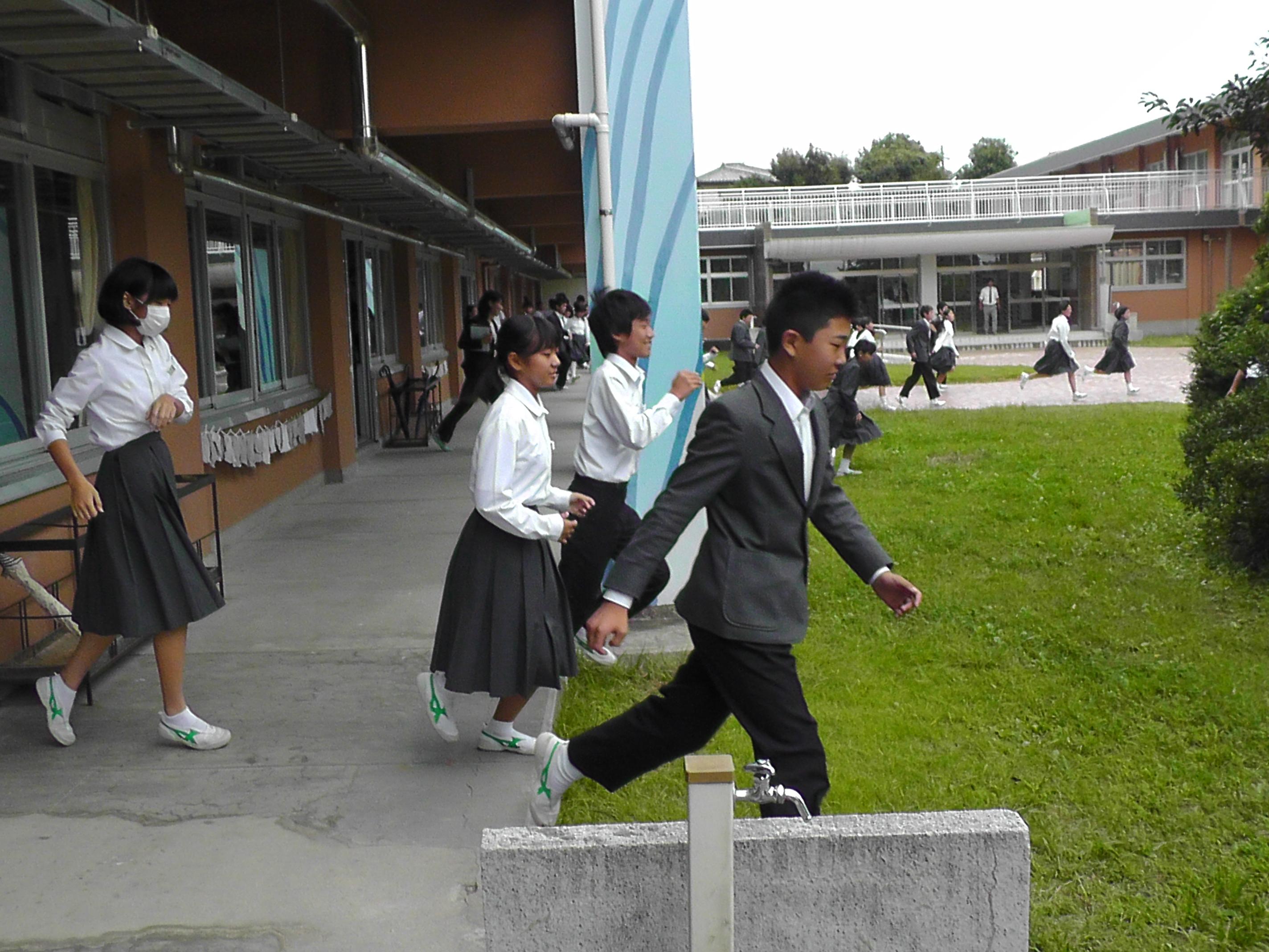 http://www.fuzoku.edu.mie-u.ac.jp/chu/p17.JPG